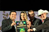 Conquista FM recebendo a premiação do Top of Mind 2013